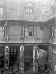 Hôtel de Mauroy - Bâtiment ouest sur la cour
