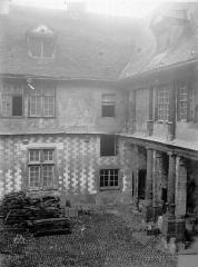 Hôtel de Mauroy - Bâtiment sud, cour