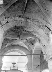 Eglise - Vue intérieure de la nef : Voûtes