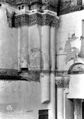 Ancienne abbaye royale de Fontevraud, actuellement centre culturel de l'Ouest - Eglise. Chapiteaux de la nef, 5e pilier sud : Samson terrassant un lion