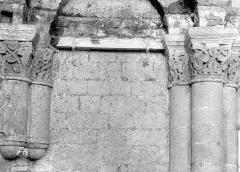 Ancienne abbaye royale de Fontevraud, actuellement centre culturel de l'Ouest - Eglise. Chapiteaux des arcatures de la nef, 3e coupole : Rinceaux