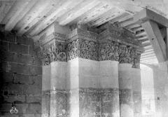 Ancienne abbaye royale de Fontevraud, actuellement centre culturel de l'Ouest - Eglise. Chapiteaux de la nef, 2e pilier nord : Daniel dans la fosse aux lions