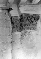Ancienne abbaye royale de Fontevraud, actuellement centre culturel de l'Ouest - Eglise. Chapiteaux de la nef : Feuillages entrelacés