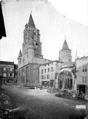 Eglise Saint-Junien - Façade ouest et clocher, vus du sud-ouest