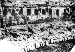 Amphithéatre ou Arènes - Vue intérieure (partie gauche du panorama)