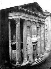 Temple d'Auguste et de Livie - Façade principale