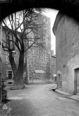 Remparts (vestiges des anciens) - Tour