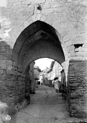 Enceinte du Moyen-âge (restes de l') - Porche