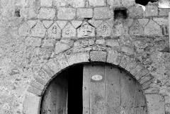 Eglise Saint-Barthélémy - Petite frise carolingienne au-dessus de la porte