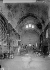 Ancienne abbaye de Saint-Papoul - Vue intérieure de la nef, vers le choeur