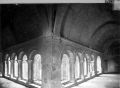 Ancienne cathédrale, puis église paroissiale Saint-Véran - Cloître : vue intérieure des galeries