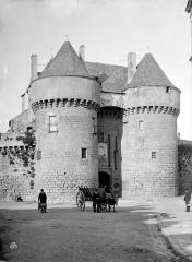 Remparts - Porte Saint-Michel : Vue d'ensemble extra-muros
