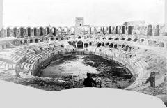 Amphithéatre ou Arènes - Vue intérieure d'ensemble