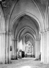 Eglise de la Madeleine - Vue intérieure de la nef vers le choeur