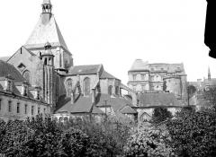 Eglise Saint-Nicolas-Saint-Lomer - Abside et clocher, côté sud