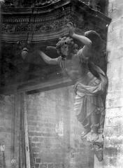 Ancienne abbaye de la Chaise-Dieu - Eglise : Cariatide du buffet d'orgues