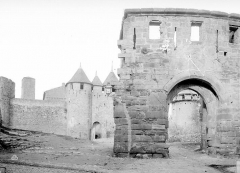 Cité de Carcassonne - Château comtal : Entrée, côté est