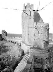 Cité de Carcassonne - Tour du Trésau, courtines et tour du Moulin de la Connétable, vue prise de la courtine