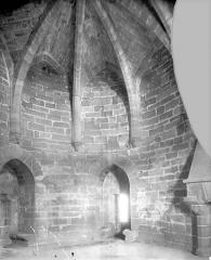 Cité de Carcassonne - Porte Narbonnaise : Vue intérieure de la salle voûtée du 1er étage