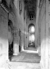 Eglise Saint-Victor-et-Sainte-Couronne - Vue intérieure de la nef vers le choeur