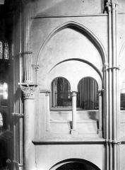 Eglise Saint-Rémi - Vue intérieure du transept sud : Galerie du 1er étage