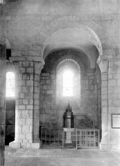 Eglise Saint-Victor-et-Sainte-Couronne - Vue intérieure : travée de la nef