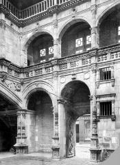 Hôtel Bernuy - Cour intérieure : Portique