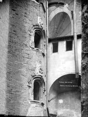 Hôtel Bernuy - Cour intérieure : Fenêtres de l'escalier