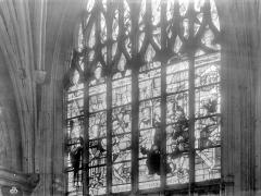 Eglise Notre-Dame - Vitrail : Mort de la Vierge