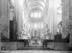Ancienne église de Saint-Etienne-le-Vieux, actuellement magasin communal - Vue intérieure du choeur