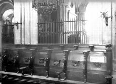 Ancienne église de Saint-Etienne-le-Vieux, actuellement magasin communal - Stalles du choeur