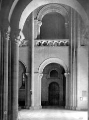Ancienne église de Saint-Etienne-le-Vieux, actuellement magasin communal - Vue intérieure de la nef : Travée