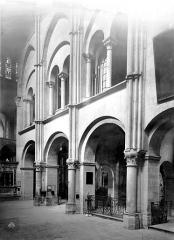 Eglise Saint-Rémi - Vue intérieure du transept sud : Arcades