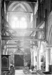 Eglise Saint-Martin - Vue intérieure de la nef vers l'entrée