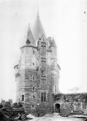 Château - Tour Saint-Laurent