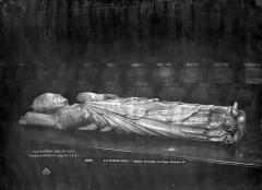 Eglise abbatiale Saint-Robert - Tombeau du Pape Clément VI : Statue de gisant