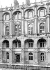Domaine national de Saint-Germain-en-Laye, actuellement Musée des Antiquités Nationales - Façade sur cour