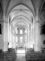 Eglise Saint-Pierre - Vue intérieure du choeur
