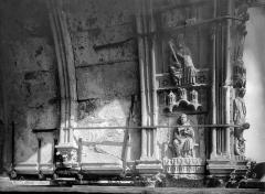 Cathédrale Notre-Dame - Portail droit de la façade sud. Voussures du porche : Saint Joseph et saint Pierre