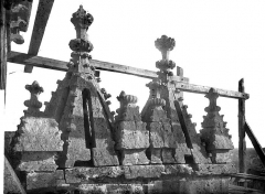 Cathédrale Notre-Dame - Portail droit de la façade sud : Pinacles du porche