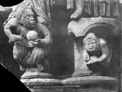 Cathédrale Notre-Dame - Portail sud de la façade ouest : Personnages sculptés au pied des statues-colonnes