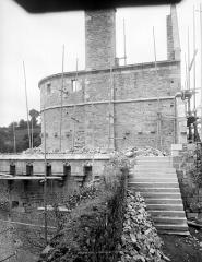 Château - Tour Raoul, côté est : Restauration du haut des remparts