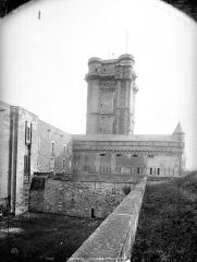 Château de Vincennes et ses abords - Donjon et rempart