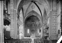 Cathédrale Saint-Caprais - Vue intérieure de la nef, vers le choeur