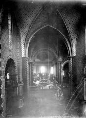 Ancienne cathédrale Saint-Jean-Baptiste - Vue intérieure de la nef, vers le choeur