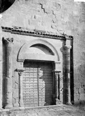 Cathédrale Saint-Sauveur - Portail sud de la façade : porte antique