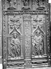 Cathédrale Saint-Sauveur - Portail central de la façade ouest : Porte en bois sculpté (panneau inférieur de gauche)