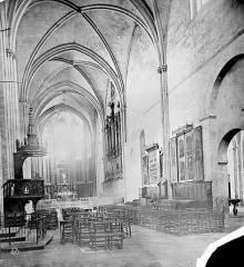 Cathédrale Saint-Sauveur - Vue intérieure de la nef, vers le sud-est