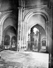 Cathédrale Saint-Sauveur - Vue intérieure du bas-côté