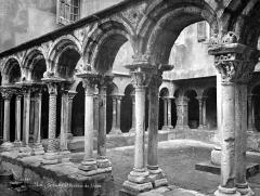 Cathédrale Saint-Sauveur - Cloître : galerie d'arcades